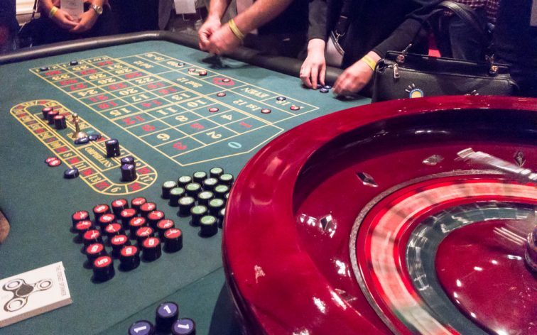 How to play the roulette game in a simple way?